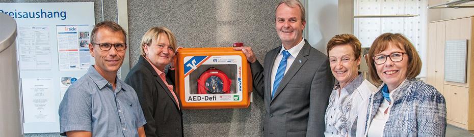 Übergabe Defibrillator an Ortsgemeinde Straßenhaus